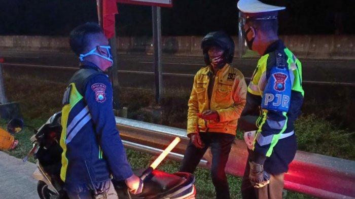 Pengendara Motor Asal Mojokerto yang Kesasar di Jalan Tol Sumo Terancam Denda Tilang Rp 500 Ribu