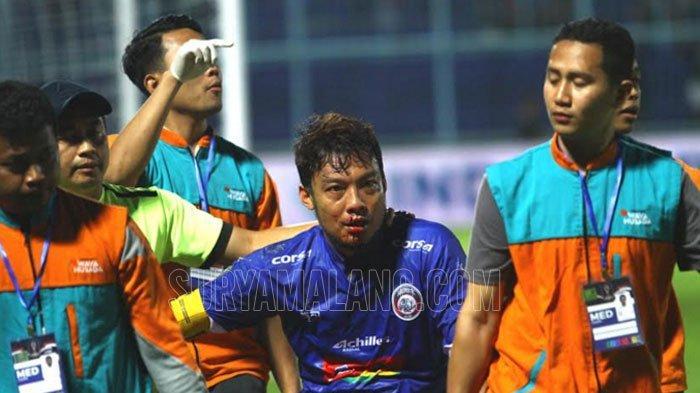 Kapten Arema FC Hamka Hamzah Dapat 20 Jahitan Gara-Gara Insiden Benturan Dengan Pemain Barito Putera
