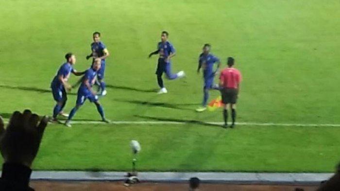 Hasil Skor Akhir Arema vs Persela Lamongan di Babak Pertama adalah 1-0