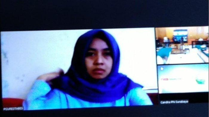 Dyan Wiendha Murti saat menjalani persidangan di Pengadilan Negeri Surabaya