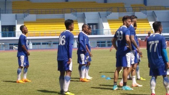 Bobotoh Perlu Tahu, Bek Muda ini Kembali Jelang Laga Persib Bandung vs Arema FC, Siap Dimainkan!