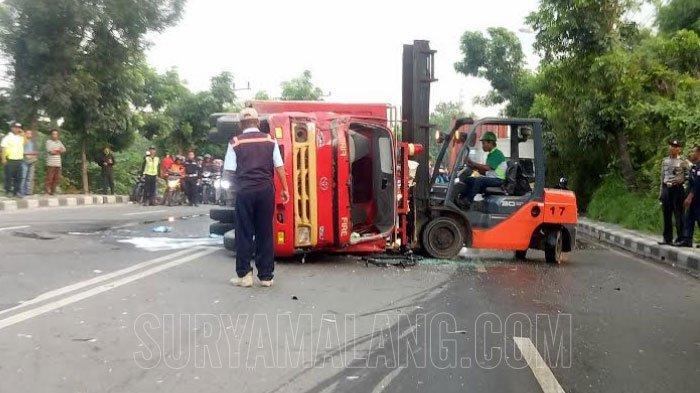Mobil Pemadam Kebakaran PT Maspion Terguling di Gresik Gara-gara Truk Tak Beri Akses Jalan