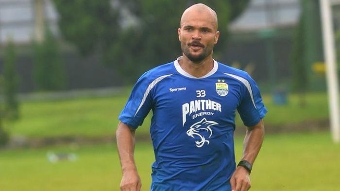 2 Rekor Fantastis Sergio van Dijk di Persib Bandung