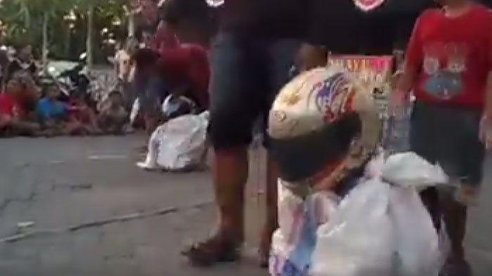 Video Kocak Lomba Balap Karung di Sidoarjo, Ada yang Sampai Jatuh Terguling-guling