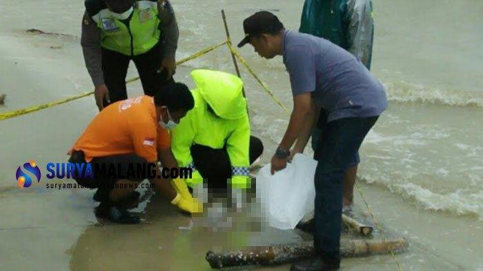 Temuan Tukang Ojek di Pantai Jenu Tuban ini Bikin Heboh, Polisi Sampai Turun Tangan