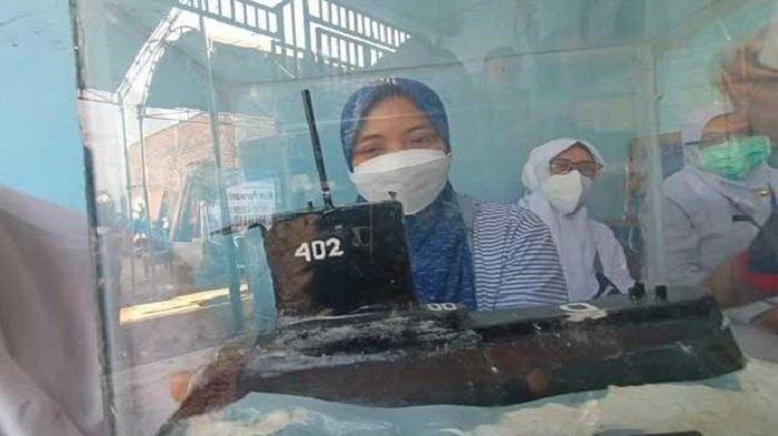 BIKIN MEWEK, Cerita Istri Serda Purwanto, Suami Bikin Miniatur Kapal Selam KRI Nanggala 402