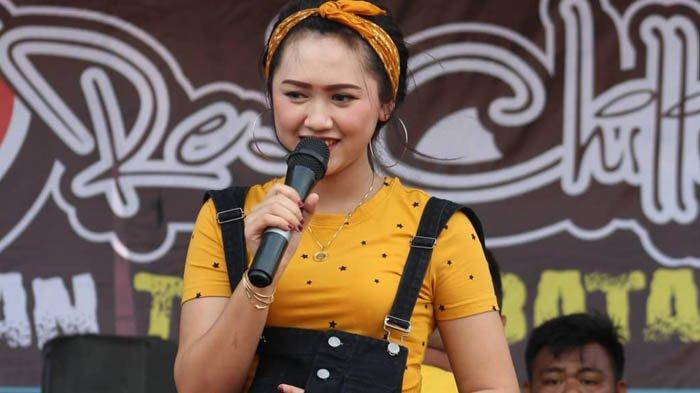 Biodata Happy Asmara Pedangdut Top Yang Tak Malu Ngarit Cari Rumput Cewek Kediri Ini Masih Abg Lho Surya Malang