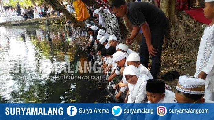 Peringati Tahun Baru Islam dan Peduli Air Bersih, Siswa MI Sebar Benih 14930 Ikan Wader