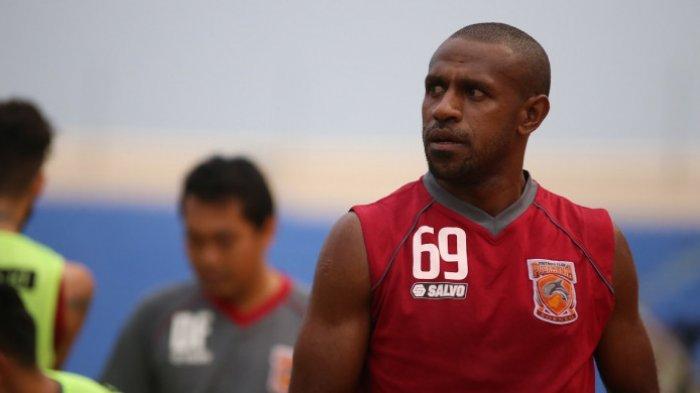 Bukan ke Arema FC dan PSM Makassar, Ini Alasan Boaz Solosa Memilih Bergabung ke Borneo FC