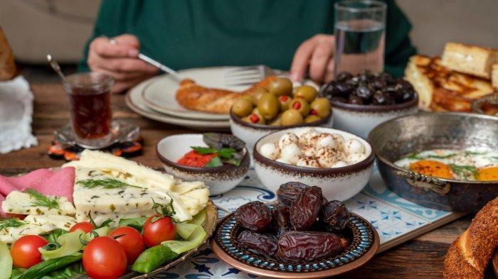 Bolehkah Makan Sahur Saat Imsak Hingga Menuju Azan Subuh? Begini Penjelasan Ustaz
