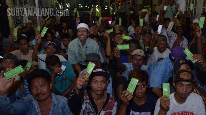 VIDEO - Ketika 2.000-an Orang Antre Zakat Maal dari Keluarga Kaya di Surabaya - bos-kaha-tours-and-travel_20180611_225256.jpg
