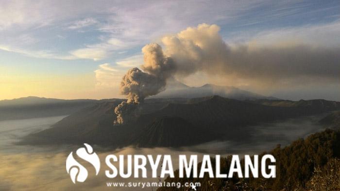 Ini Kata Menteri Sosial Khofifah Soal Aktivitas Gunung Bromo yang Terus Meningkat