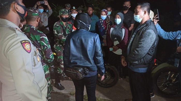 Bu Risma mendatangi lokasi terdampak Gempa di Malang menemui pengungsi Minggu 11 April 2021