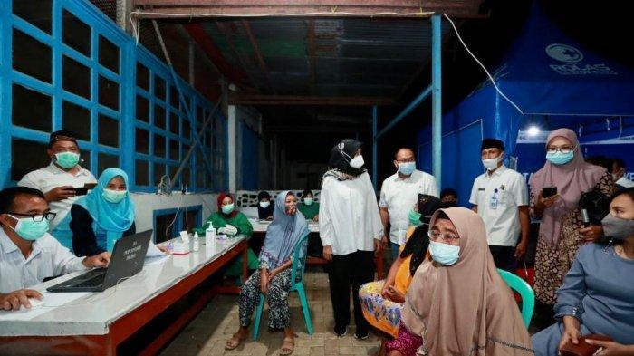 Jemput Bola Vaksinasi Covid-19, Bupati Banyuwangi Camping di Perkebunan