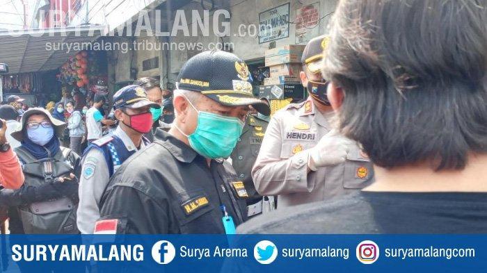 Kunjungi Pasar Singosari, Bupati Malang Heran Masyarakat Tak Patuhi Imbauan Physical saat PSBB