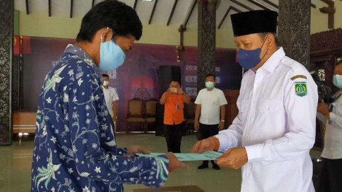 Gus Irsyad Salurkan Bantuan untuk 5175 Warga Kabupaten Pasuruan yang Terdampak PPKM Darurat