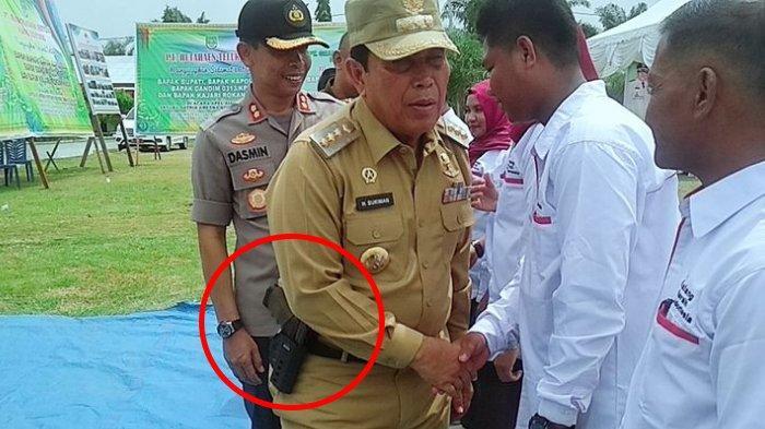Bupati Sukiman Selipkan Senjata di Pinggang saat ke Bonai Darussalam, Katanya Buat Gaya-gaya Aja