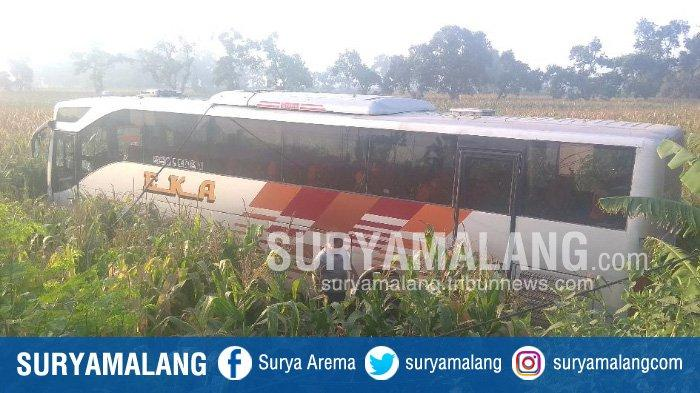 Bus Eka Kecelakaan Tunggal, Terperosok di Pertigaan Jampirogo, Sooko, Kabupaten Mojokerto
