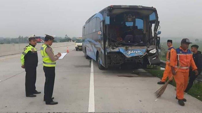 Sopir Ngantuk, Bus yang Melaju 100 KM/Jam Tabrak Truk di Tol Ngawi-Madiun