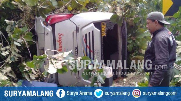 Bus Sugeng Rahayu Berisi 60 Penumpang Terbalik di Jalan Raya Ngawi - Mantingan