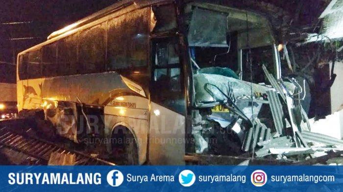 Bus Sugeng Rahayu Tabrak Rumah Warga di Trowulan Mojokerto, Sempat Disalip Bus Lain Sebelum Selip