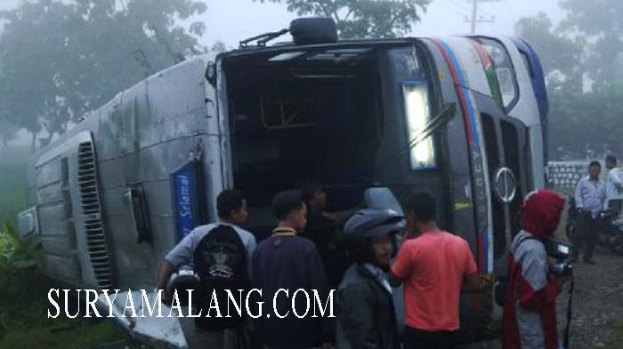 Bus Sumber Selamat Terguling, Penumpang Terjepit dan Belum Bisa Dievakuasi