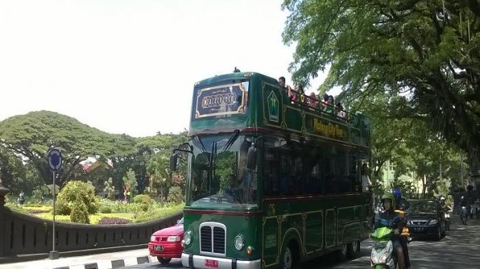 Warga Antusias Naik Bus Wisata Malang Gratis