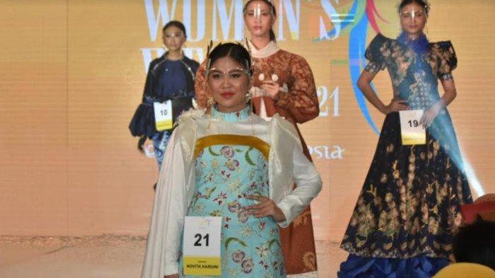 9 Busana Bermotif Batik Trenggalek Rancangan Novita Hardini Tampil di Ajang Women's Week Surabaya
