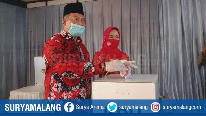 Didik Gatot Subroto Didampingi Ketua DPP PDIP Saat Mencoblos Di TPS 14 Tunjungtirto Singosari