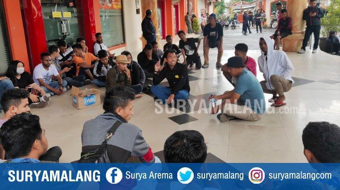 Camat Sukun Bantu Tenangkan Mahasiswa Universitas Kanjuruhan Malang yang Terlibat Bentrok di Kampus