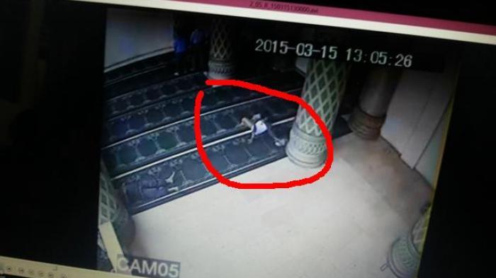 Tengah Malam Masuk Musala di Sampang, Pria Asal Pamekasan Ini Kepergok Mencuri HP Milik Kepala Dusun