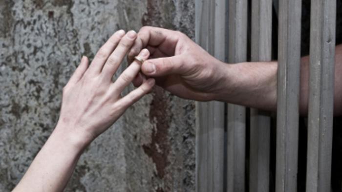 Kisah Cinta Rumit Pasangan Beda Usia 19 Tahun, Cinta Segitiga Berujung Penjara