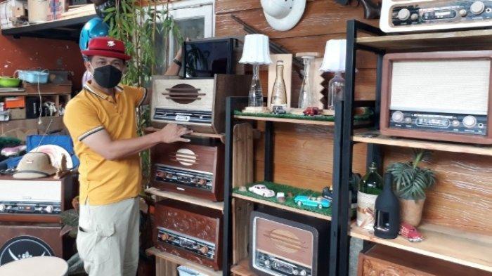 Cone Kustarto Arifin, Kasek SMKN 8 Kota Malamg Yang Suka Bikin Radio Vintage