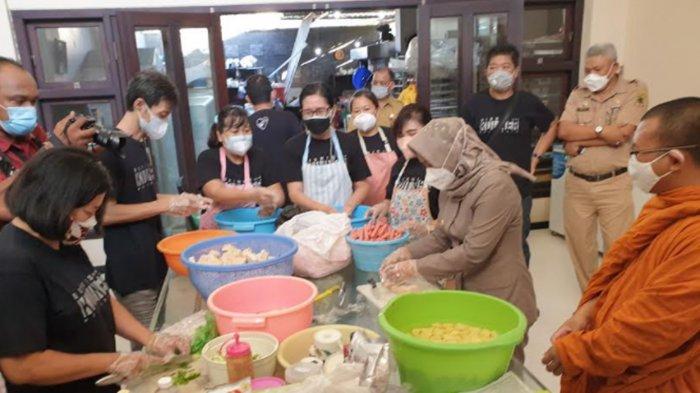 Ning Ita Tilik Dapur Umum Komunitas Pengusaha Tionghoa yang Bantu Warga Isolasi Mandiri