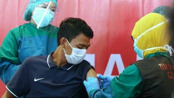Dedik Setiawan Jadi Pemain Arema FC Pertama yang Disuntik Vaksin Covid-19, Ini Harapan dan Curhatnya