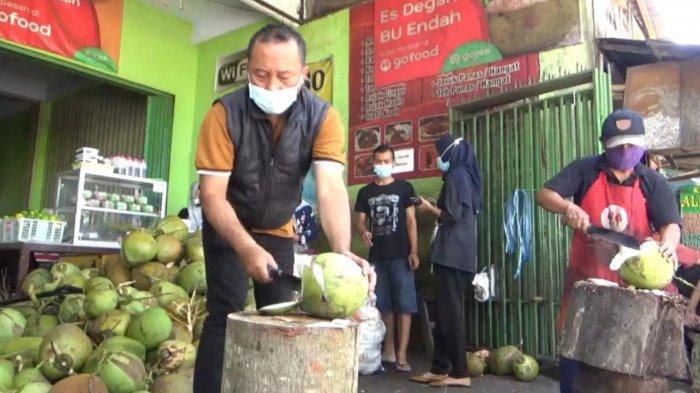 Dipercaya Sebagai Detoksifikasi, Penjualan Degan Ijo di Malang Laris Manis, Sehari Bisa 200 Biji