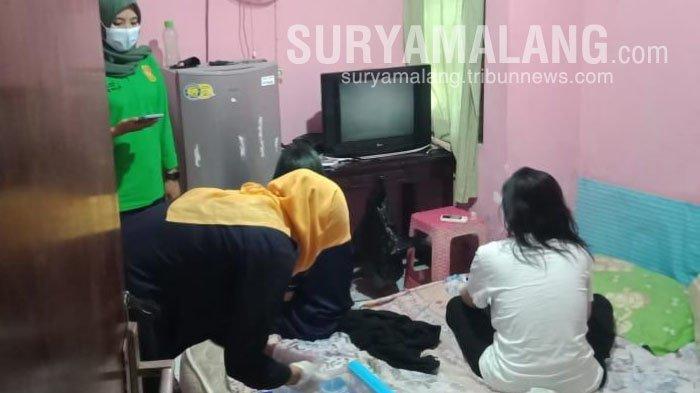 Razia Rumah Kos di Kota Blitar, Petugas Temukan 1 Cewek dan 4 Cowok Dalam Satu Kamar