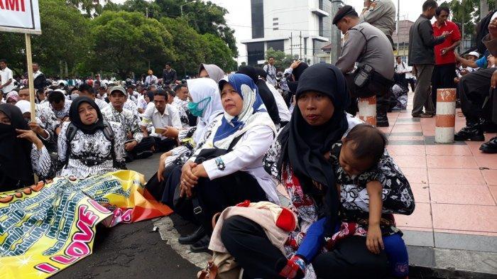 Dijanjikan Gaji Dibayar Setiap Bulan Dan Pendataan, Demo GTT/PTT Di Jember Bubar