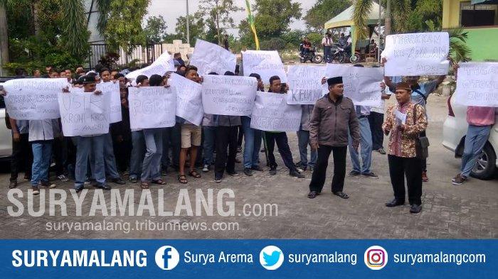 Gak Peduli Libur, Puluhan Siswa SMKN 1 Kalitengah, Lamongan Demo untuk Tuntut Kasek Mundur