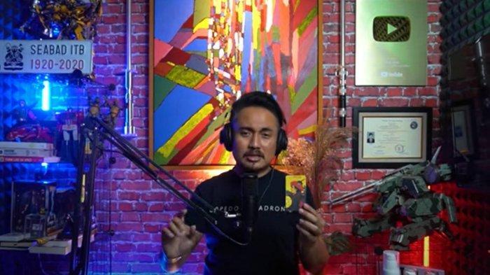 Denny Darko meramal penyebab Ayu Ting Ting batal menikah