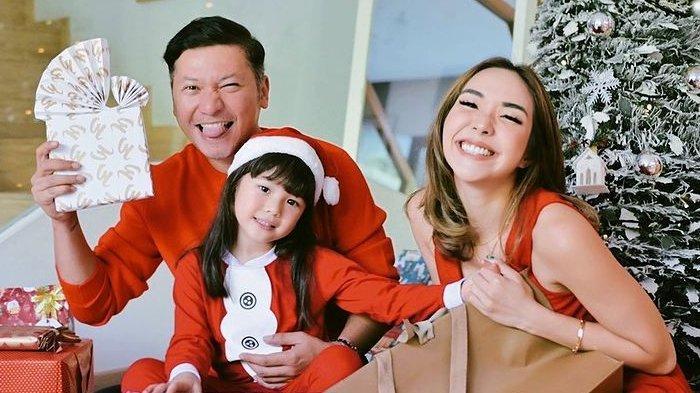 Potret Gading Marten, Gisella Anastasia dan Gempi saat merayakan Natal 2020.