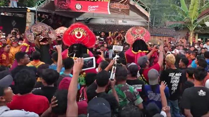 Polisi Usut Video Viral Pemain Kuda Lumping Keroyok Penonton di Desa Sumberbendo Kecamatan Pare