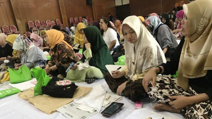 Workshop Membatik di FIB UB Malang Gabungkan Budaya Furoshiki dari Jepang