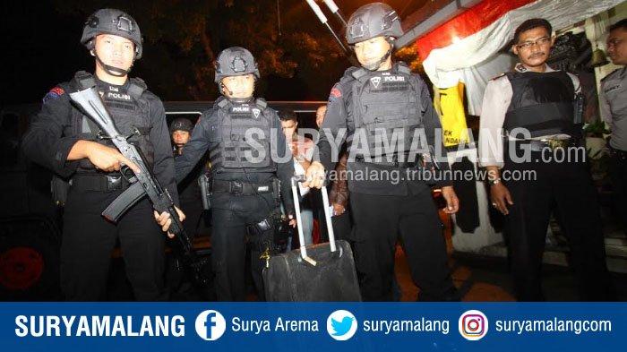 Diduga Bom, Ini Isi Tas yang Ditinggalkan di Dekat Polsek Kedungkandang.Teror Polisi di Kota Malang?