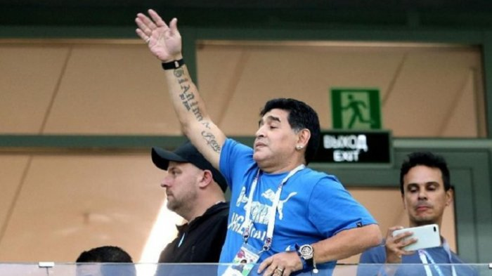 Diego Maradona menyaksikan langsung pertandingan Argentina vs Kroasia di Piala Dunia 2018.