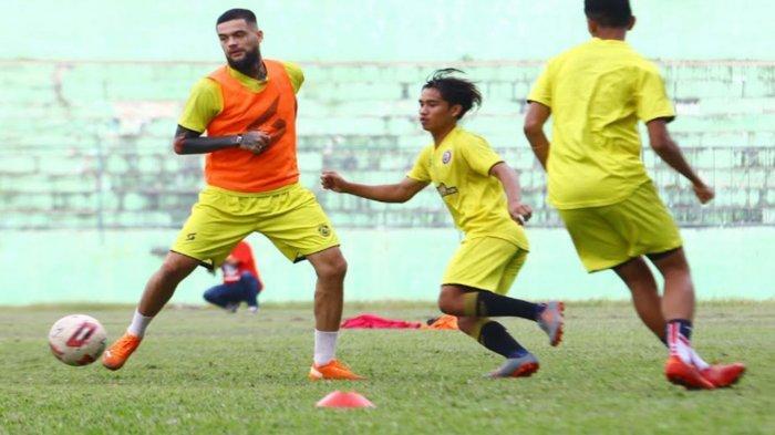 Cedera Bek Arema FC Diego Michiels Terungkap, Satu -Satunya Starting Eleven Juragan 99 yang Absen