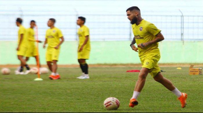 Kritikan Aremania Sambut Bergabungnya Diego Michiels ke Arema FC, Kondisi Fisiknya Belum Fit