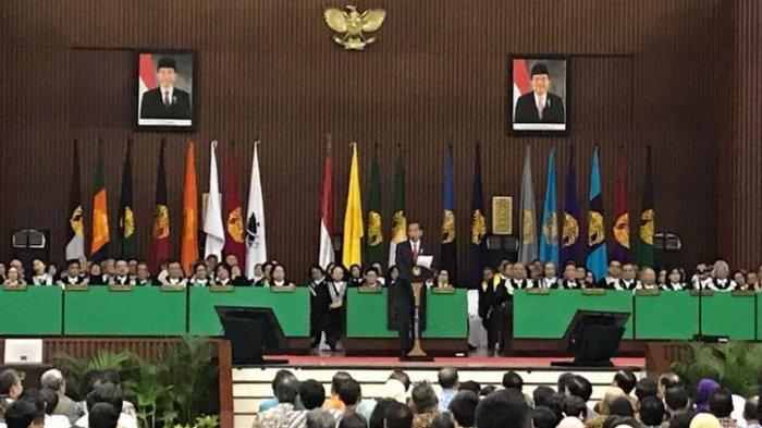 Alasan Ketua BEM UI Acungkan 'Kartu Kuning' dan Tiup Peluit kepada Jokowi