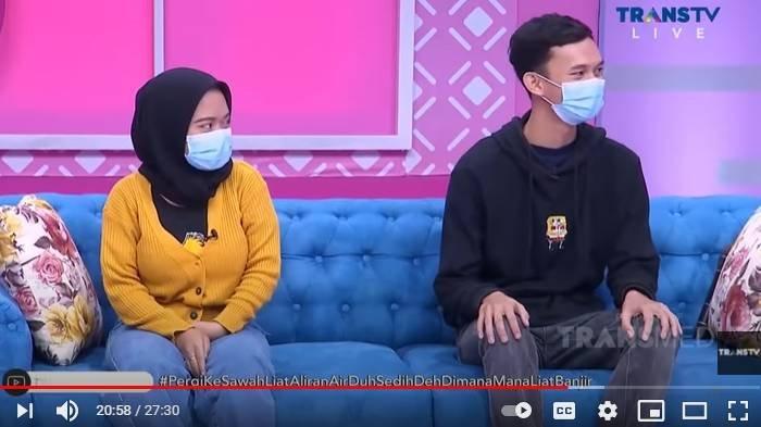 Dila dan Ardi pengantin viral terjang banjir Jakarta di acara Brownis