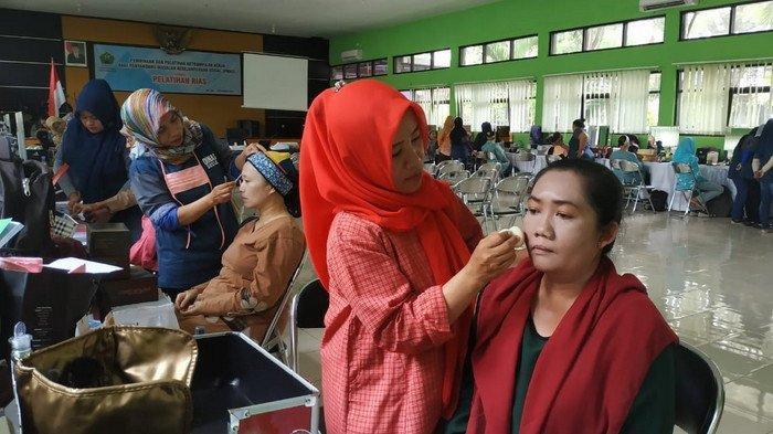 Dinsos Kota Malang Gelar Pelatihan Make Up